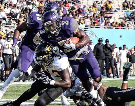 Prairie View A&M running back Johntá Hebert was a key figure in Prairie View A&M's offense under current FAMU head coach Willie Simmons.