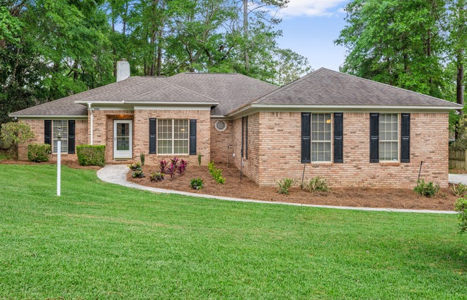 This home located in Killearn Estates, built in 1990, 2289 sq ft, 4 BR & 2 ½ baths, 2 car garage, 4 side brick sold for $290,950 in June.