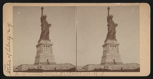 Stereograph of the Statue of Liberty.
