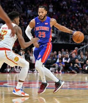 Hawks forward De'Andre Hunter (12) guards Pistons guard Derrick Rose (25) in the first half.