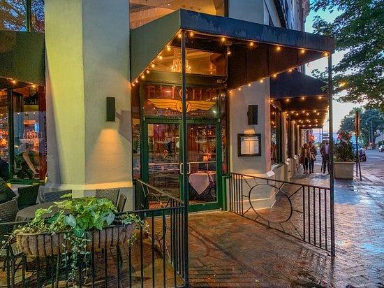 Flight Restaurant & Wine Bar named a top fine dining restaurant in the U.S. by TripAdvisor's 2019 Travelers' Choice Awards.