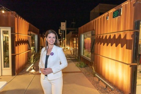 Fotografía cedida por la campaña electoral de Regina Romero quien en las elecciones municipales del 5 de noviembre competirá por la alcaldía de la ciudad de Tucson (Arizona), en la cual lleva de concejala desde 2007.