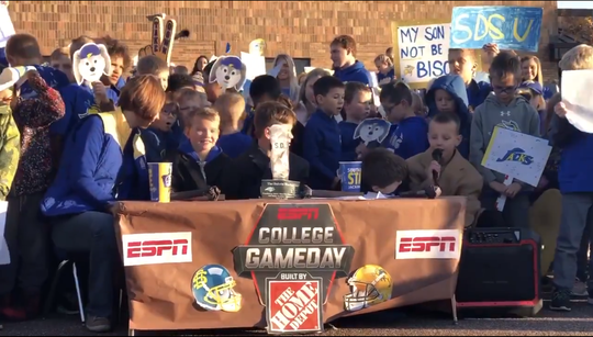 Medary Elementary School puts on a miniature College GameDay.
