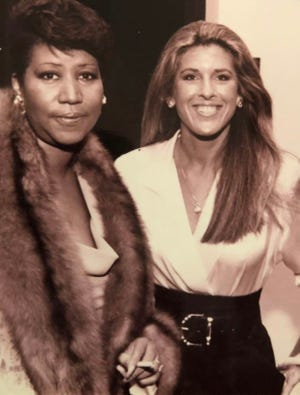 Aretha Franklin and Linda Solomon pose for a photo.