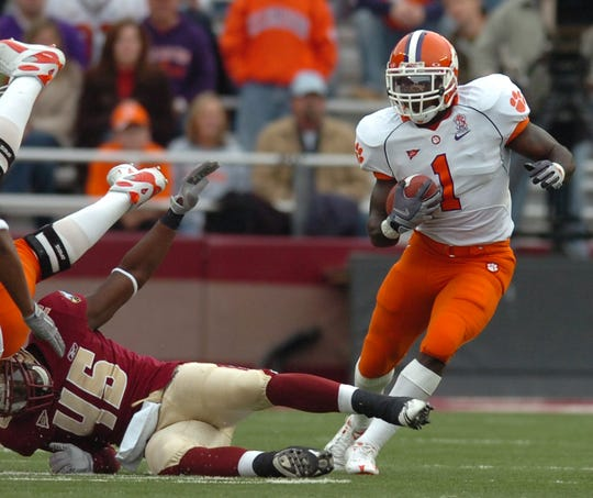 Clemson's James Davis (1) carries for 3 yards against Boston College during the 1st quarter Saturday, Nov. 1st, 2008 at Alumni Stadium in Chestnut Hill, Mass.