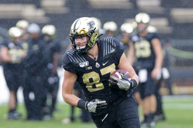 Purdue tight end Payne Durham (87) warms up prior to a NCAA football game between the Purdue Boilermakers and the Ilinois Fighting Illini, Saturday, Oct. 26, 2019 at Ross-Ade Stadium in West Lafayette.