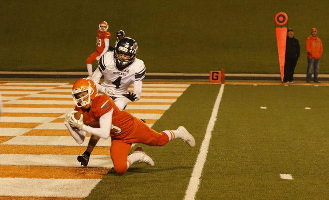 Artesia's Johntae Rodriguez makes a diving touchdown catch against Goddard on Oct. 25, 2019. Rodriguez had five catches for 105 yards and two touchdowns. Goddard won, 46-34.