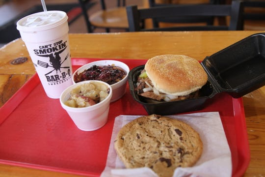 A typical plate of grub at Can't Stop Smokin' Bar-B-Q in Alamogordo, NM.
