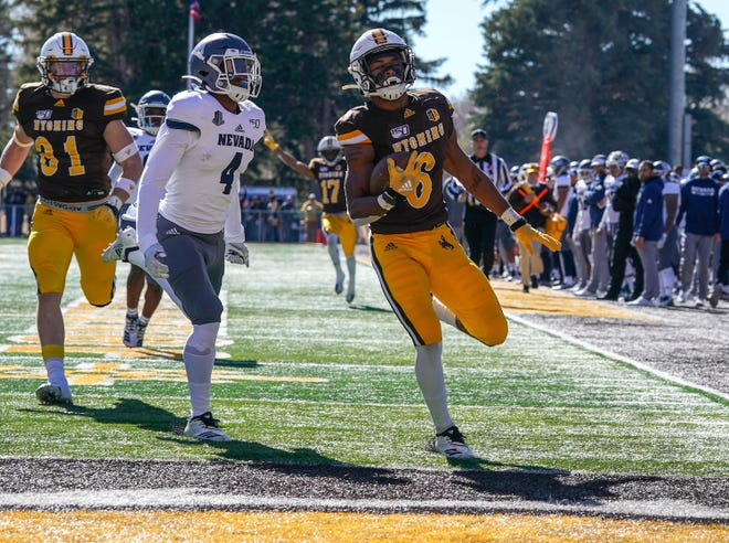 Wyoming's Xazavian Valladay scores during the first quarter against Nevada on Saturday.