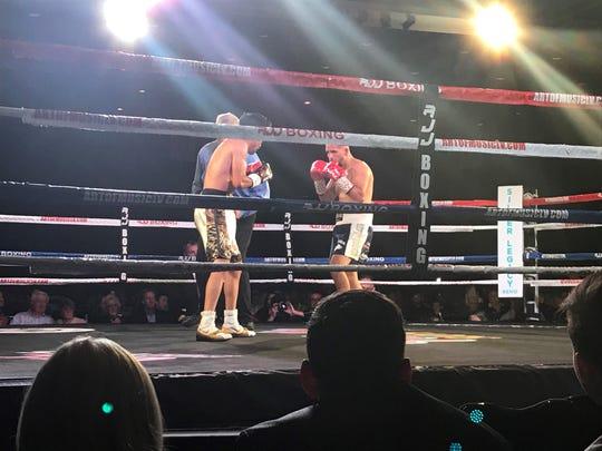 Reno's Oscar Vasquez, right, fought to a draw Friday with Gilberto Mendoza.