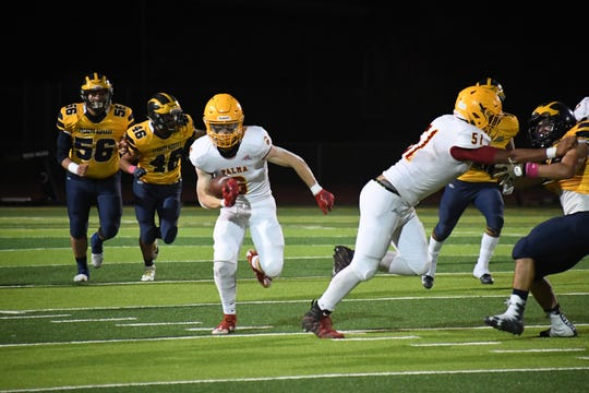 Palma wide receiver JT Amaral (6) takes a screen pass to the right side. Oct. 25, 2019.