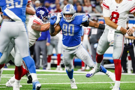 Lions defensive end Trey Flowers goes around Giants offensive guard Will Hernandez during the second half of the Lions' 31-26 win on Sunday, Oct. 27, 2019, at Ford Field.