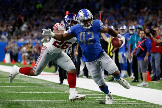 Detroit Lions outside linebacker Devon Kennard, chased by New York Giants running back Saquon Barkley, picks up a lateral and returns 13 yards for a touchdown during the first half.