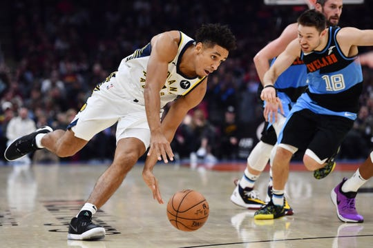 Indiana Pacers guard Malcolm Brogdon (7) drives to the basket during the first half against the Cleveland Cavaliers at Rocket Mortgage FieldHouse.