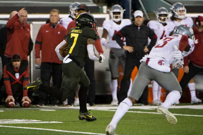 Oct 26, 2019; Eugene, OR, USA; Oregon Ducks running back CJ Verdell (7) outraces Washington State Cougars for a touchdown during the first half at Autzen Stadium. Mandatory Credit: Troy Wayrynen-USA TODAY Sports