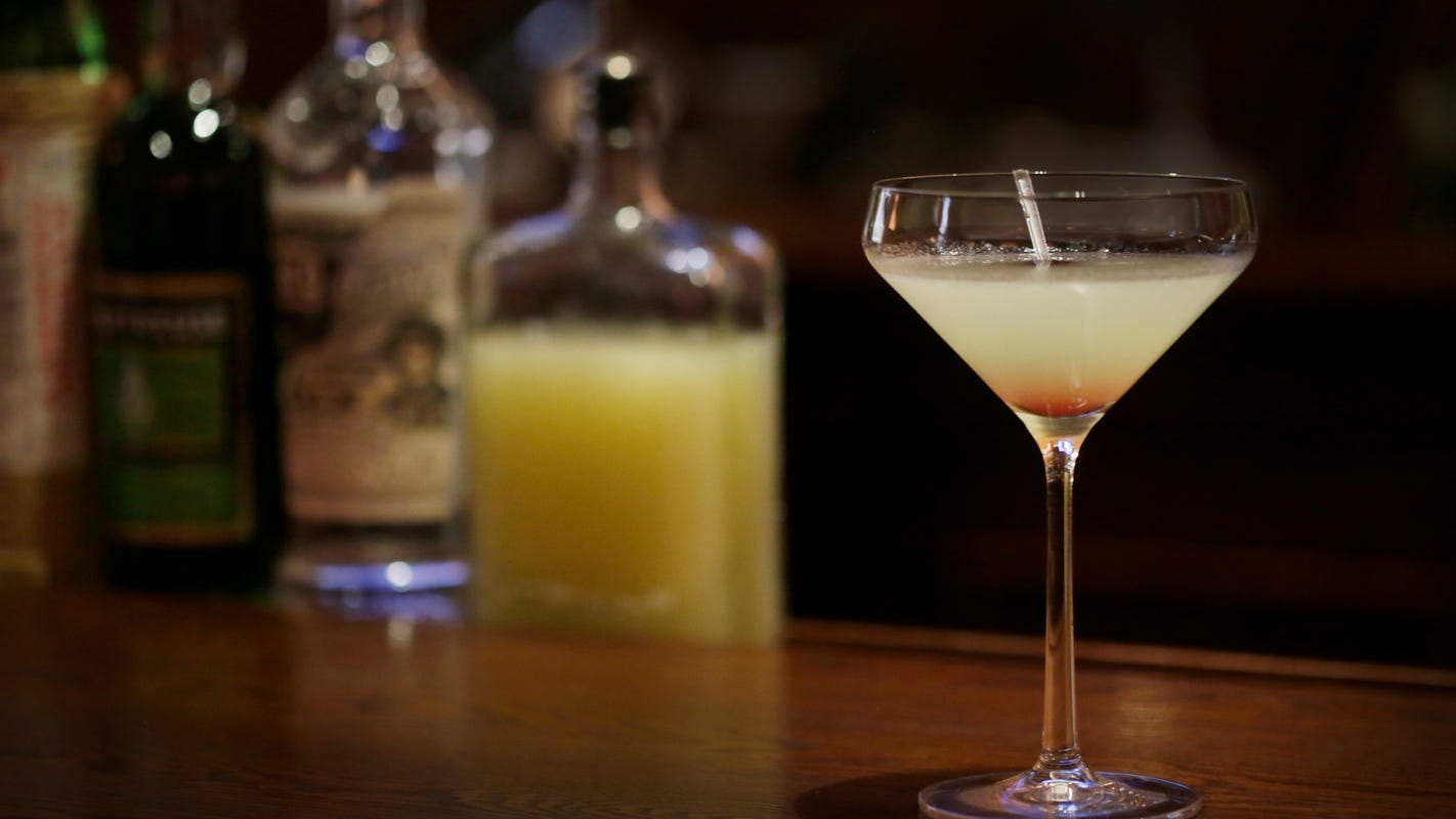 Michigan bars could serve booze until 4 a.m. under bill passed in state House