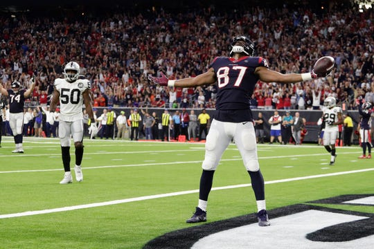 Texans tight end Darren Fells (87) celebrates his touchdown against the Raiders during the second half on Sunday.
