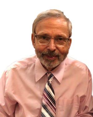 Tom Pinter, a longtime Oconomowoc High School teacher, died Oct. 19 at 78.