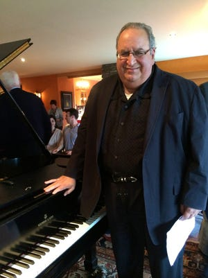 David Syme has performed at major concert halls in the United States, Canada and Europe.