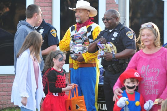 The Kiwanis Safety Village kicked off Halloween festivities with more than 800 trick-or-treaters.