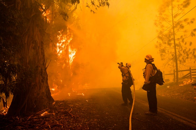 Kincade Fire Continues Assault Getty Fire Sparks In Los Angeles