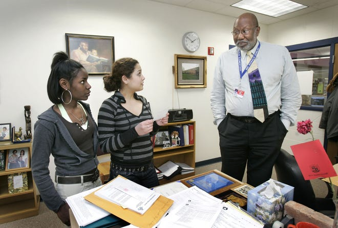 Shown here in 2007, Ron Dunlap, who at the time served as minority services coordinator for the Appleton Area School District, talked to Appleton West High School students Monica Cherry, left, and Samantha Troncoso. Dunlap died Monday at 72.