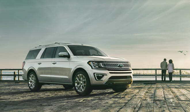 2019 Ford Expedition platinum ingot silver.
