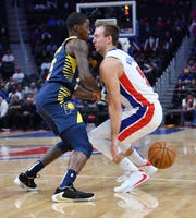 Luke Kennard loses the ball for a turnover in the first quarter.