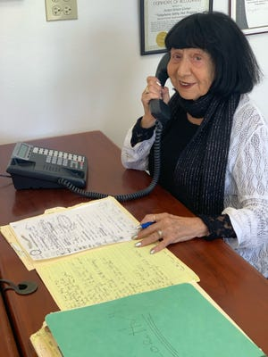 Loretta Shur shows off her phone skills at The Joslyn Center