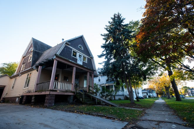 In a meeting Monday, city council agreed to suspend the demolition of the house at 1214 Lincoln Ave. in Port Huron in order to give the new owner time to fix it.