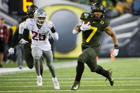 Oct 26, 2019; Eugene, OR, USA; Oregon Ducks running back CJ Verdell (7) picks up a first down during the second half against the Washington State Cougars at Autzen Stadium. Mandatory Credit: Troy Wayrynen-USA TODAY Sports