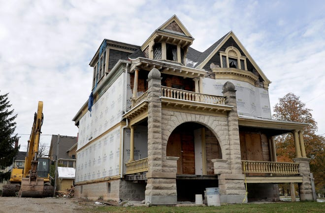 This 2,700-square-foot home, built in 1901 and acquired by Lawrence University in 1928, is to be demolished within the new few days.