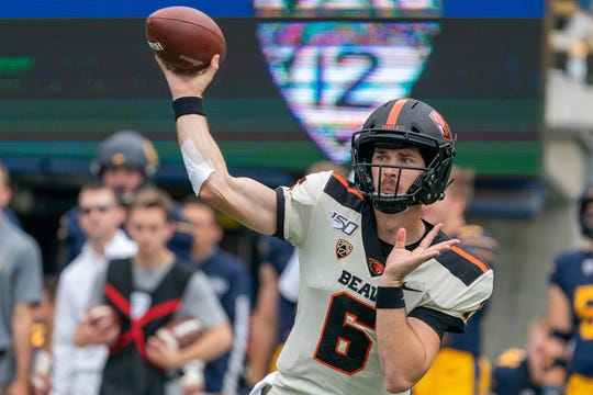 Oregon State Beavers quarterback Jake Luton (6) looks to lead his team to a Pac-12 win against Arizona in Tucson on Saturday.