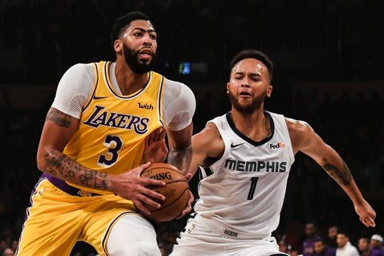 Lakers forward Anthony Davis drives to the basket as Grizzlies forward Kyle Anderson defends during the first quarter at Staples Center.