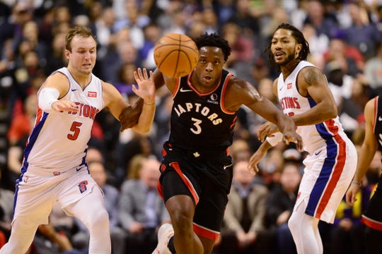 Raptors forward OG Anunoby (3) and Pistons guard Luke Kennard (5) race towards the ball as Derrick Rose (25) looks on during the first half on Wednesday.