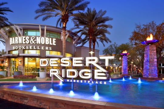 Desert Ridge Marketplace in north Phoenix now allows mall patrons to consume alcohol in common pedestrian areas.