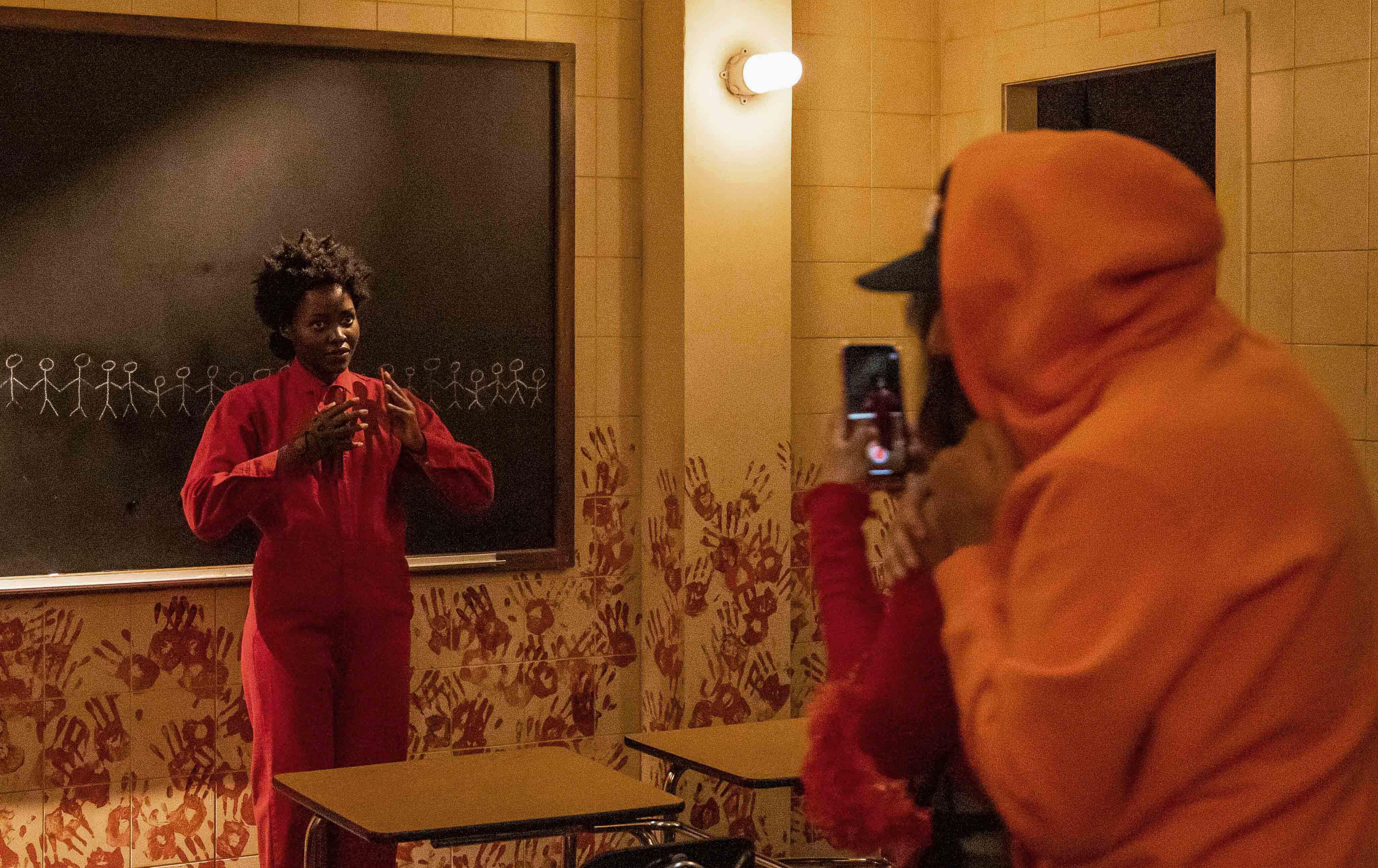 Halloween Horror Nights Lupita Nyong O Screams Bolts In Us Return