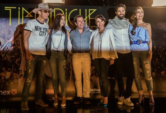 Timbiriche nació con estos mismos integrantes en 1982 y a la fecha siguen dando conciertos juntos, aunque cada uno ha hecho una carrera por separado.