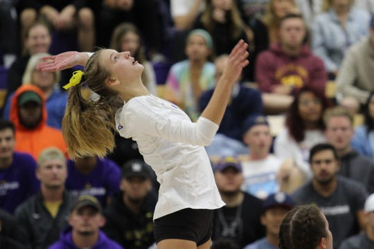 Samantha Landrum had 16 kills on 27 swings and made just one error in the Cal Lutheran University women's volleyball team's four-set win over Pomona-Pitzer on Tuesday. The Regals clinched their 11th straight SCIAC tournament berth this week.