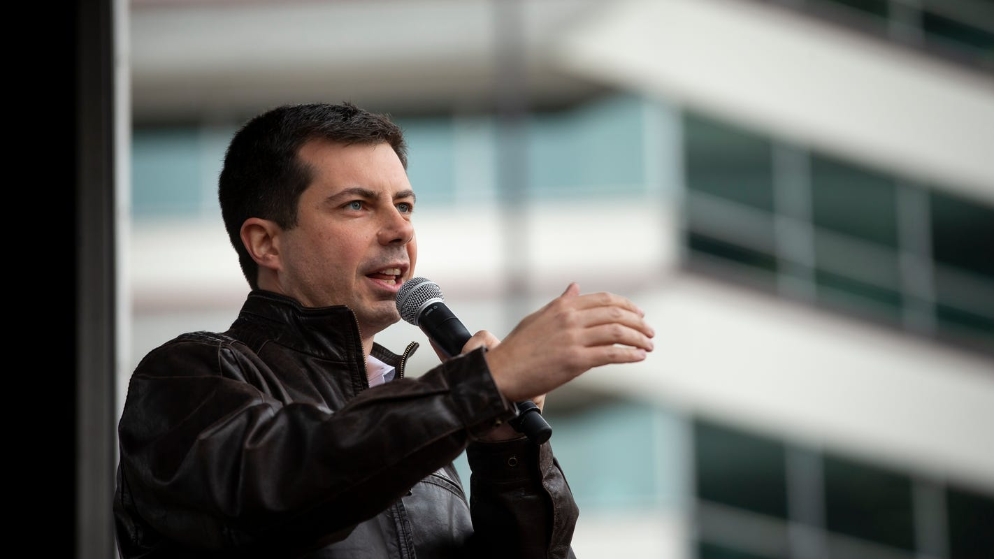 Pete Buttigieg, one of few presidential candidates with military experience, is reaching out to Iowa veterans