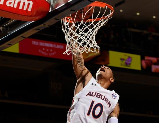 Auburn's Samir Doughty dunks against Eckerd  on Friday, Nov 1, 2019 in Auburn, Ala.