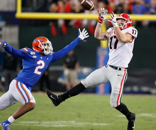 Georgia tight end Eli Wolf (17) catches a pass in front of Florida defensive back Brad Stewart Jr. (2) for a first down late in the fourth quarter.