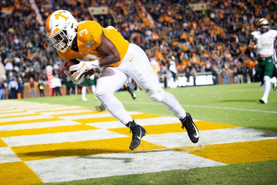 Tennessee running back Eric Gray (3) runs a touchdown during a game between Tennessee and UAB at Neyland Stadium in Knoxville, Tenn. on Saturday, Nov. 2, 2019.