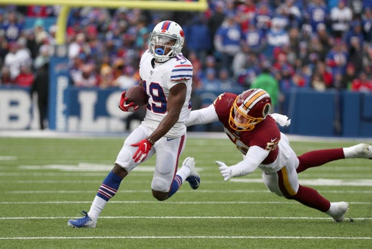 Bills receiver Isaiah McKenzie gets to the edge ahead of Redskins Cole Holcomb.