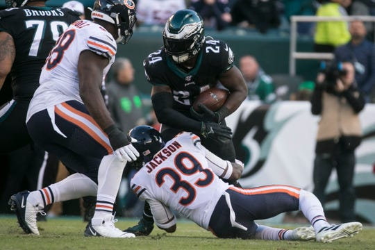 Eagles' Jordan Howard struggles to find a way around Chicago's Eddie Jackson (39) Sunday at Lincoln Financial Field.