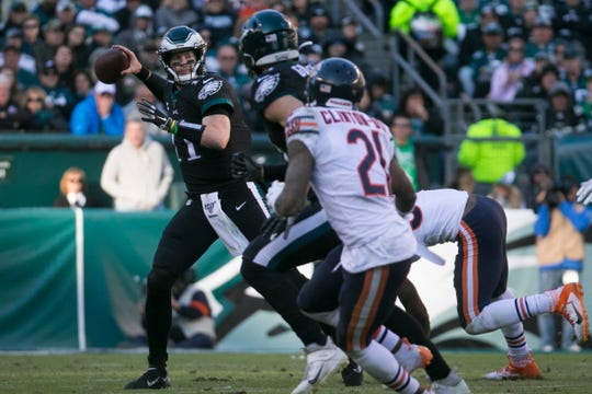 Eagles' Carson Wentz (11) looks downfield to pass Sunday against the Bears.