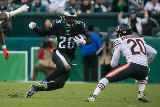 Eagles' Miles Sanders (26) changes direction as he looks for a way around Chicago's Prince Amukamara (20) Sunday at Lincoln Financial Field.