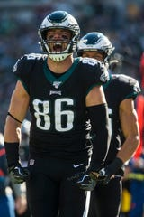 Eagles' Zach Ertz (86) celebrates a first down during a game against the Bears.