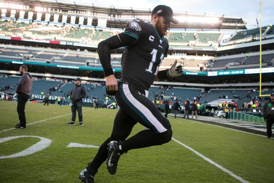 Eagles' Carson Wentz (11) runs to the locker room after post game interviews Sunday against the Bears.