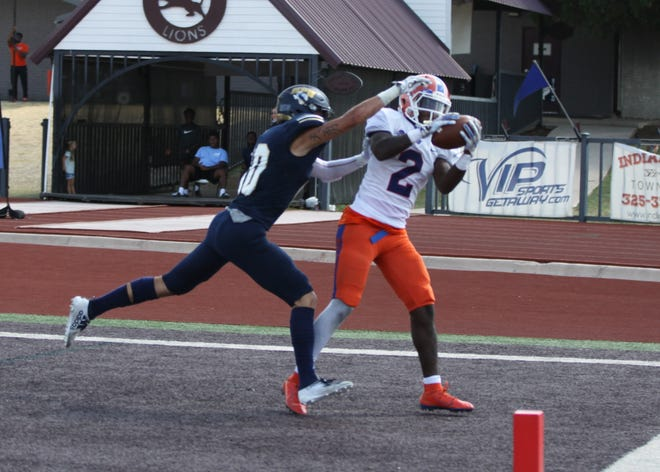 Louisiana College receiver Zion Williams (2) catches a touchdown pass against Howard Payne this season.